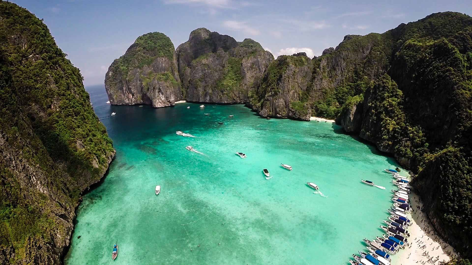 Phi Phi island + Bamboo island tour by Speedboat